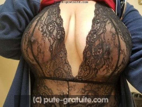 Une Femme timide ouverte pour parler de cul.