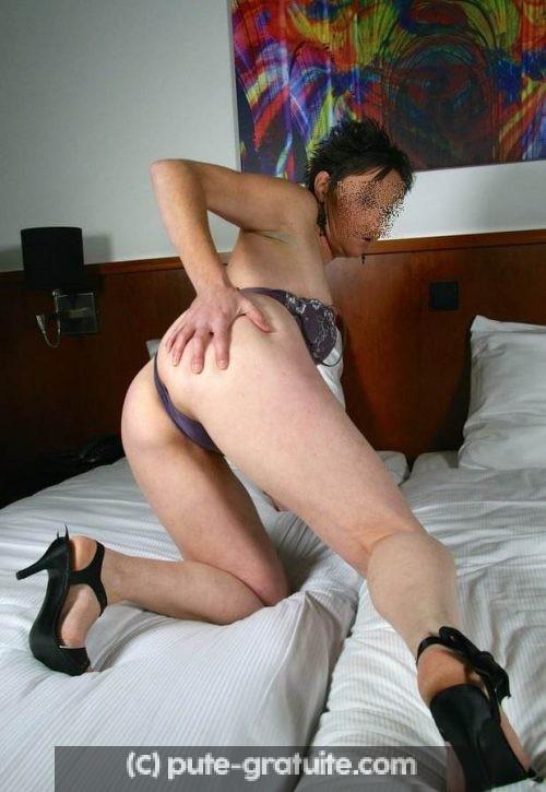 Femme d'affaire cherche compagnie coquine le soir a son hotel.